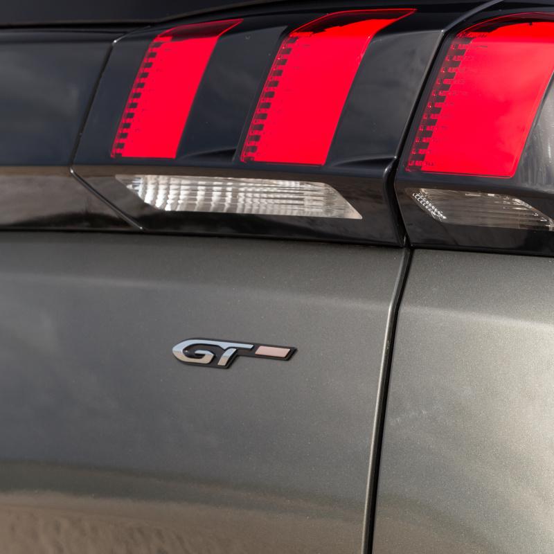 """Štítek """"GT"""" zadní část vozu Peugeot - Nová 5008 (P87)"""