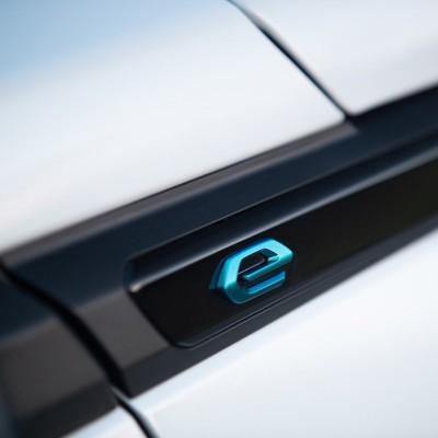 """Štítok """"e"""" ľavý alebo pravý bok vozidla Peugeot 2008 (P24)"""