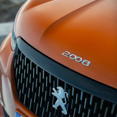 """Badge """"2008"""" front Peugeot 2008 (P24)"""